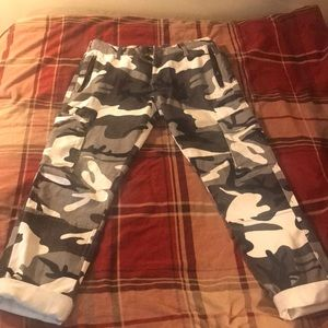 Retail $65 Camouflaged Pants Forever 21 Men